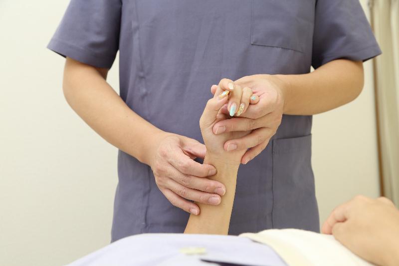 1.脈診での全身施術